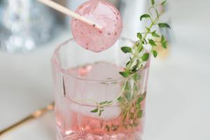 Spicy Cosmopolitan med Cocktail Slikkepind